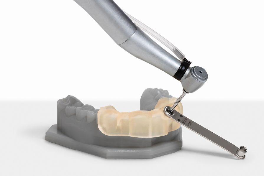 Модель, выполненная полимером Dental,