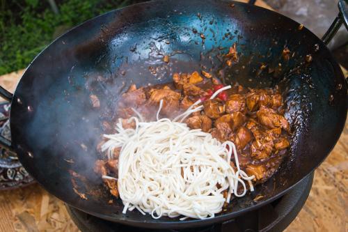 Лапша с курицей в соусе терияки