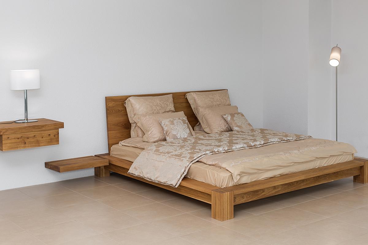 Кровать из массива