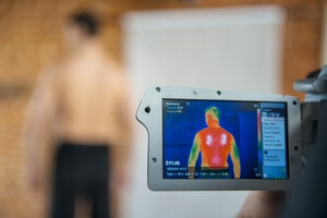 Термосъемка эффекта от работы жилета с подогревом RedLaika на инфракрасную камеру