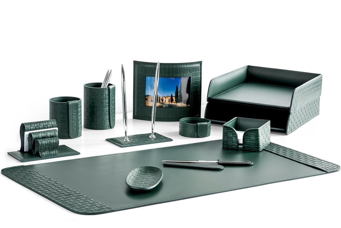 Набор на стол из 12 предметов из зеленой натуральной кожи Cuoietto с отделкой из тисненой кожи с эффектом переплетения: