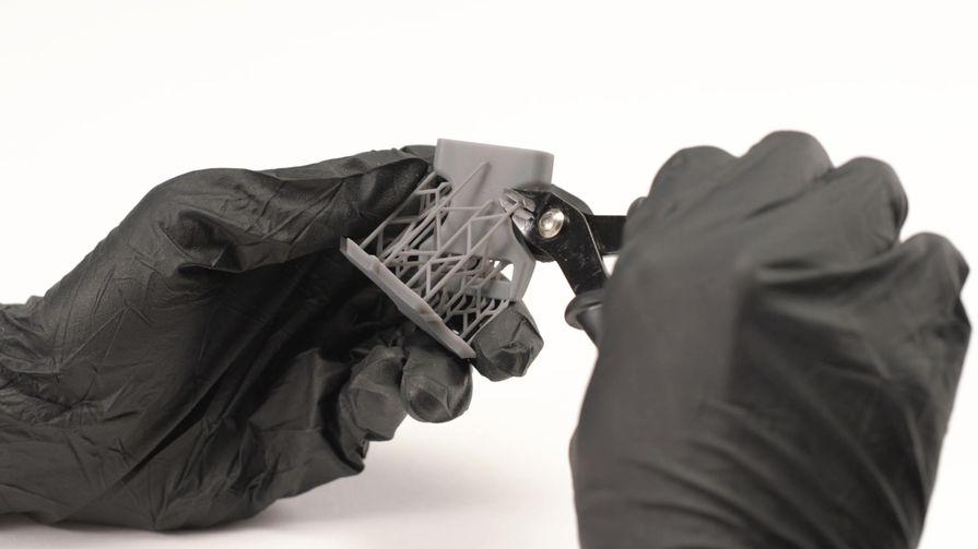 Обрежьте подпорки и зачистите поверхность.