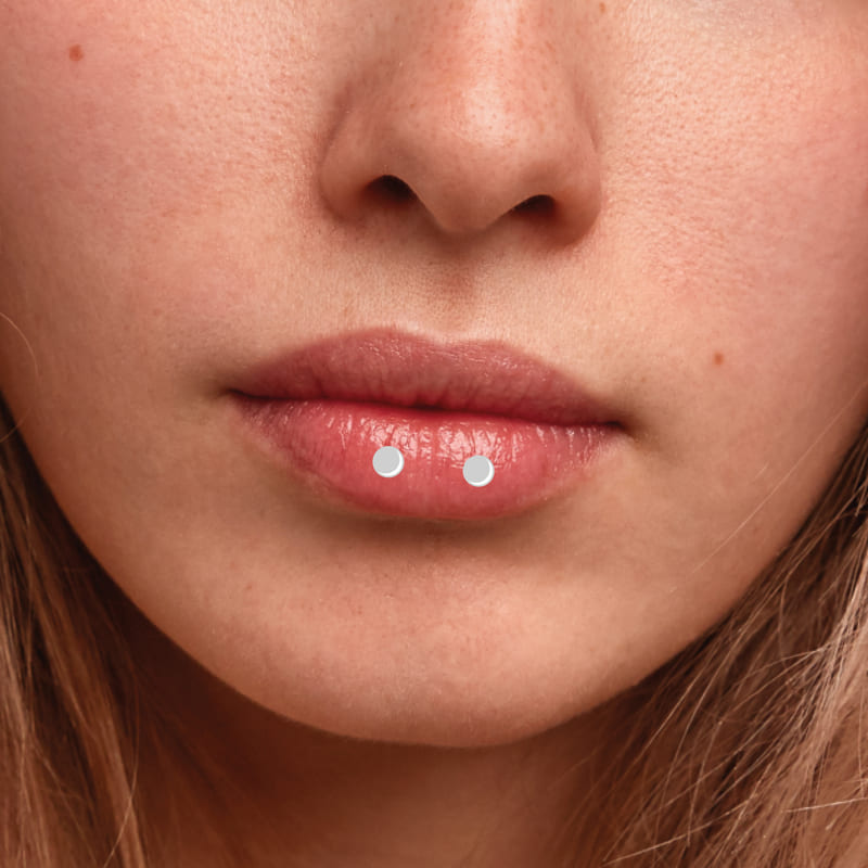 горизонтальный пирсинг губы