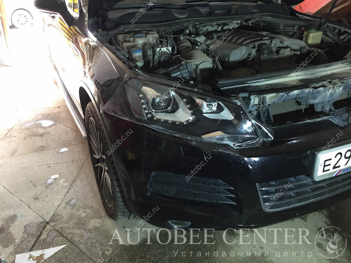 Volkswagen Touareg (полировка и бронь фар)