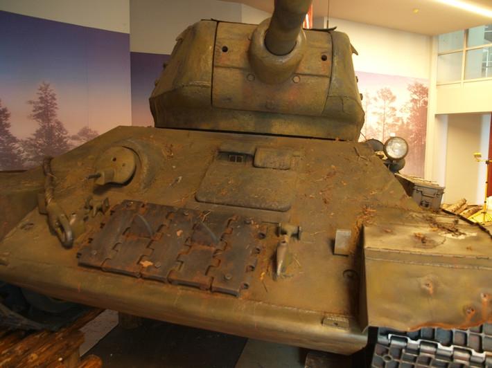 деталь пенопластового танка