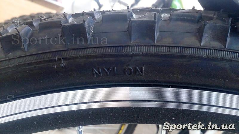 Надпись на велосипедной покрышке Nylon (нейлон)