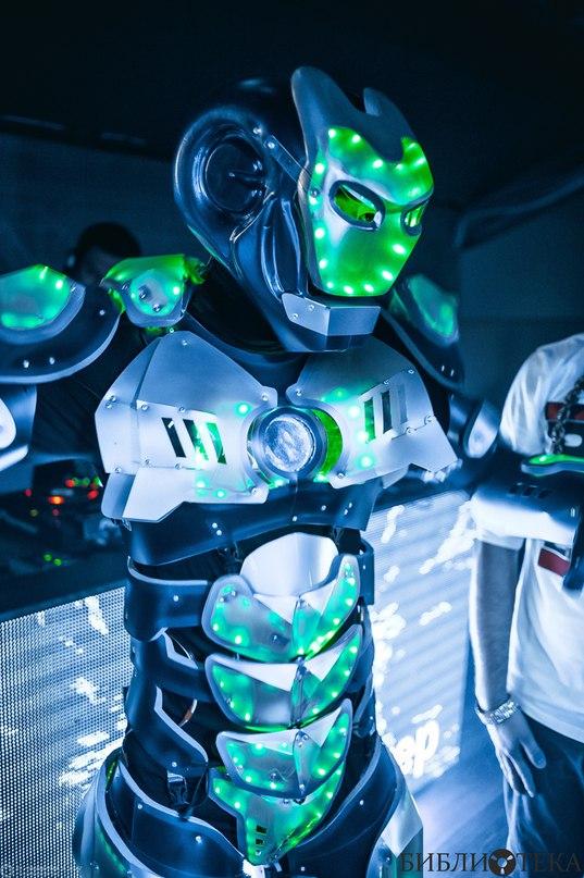 светящийся_робот_шоу_программа_в_Алматы.jpg
