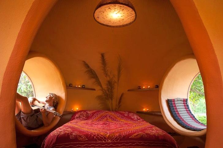 спальня в купольном доме.