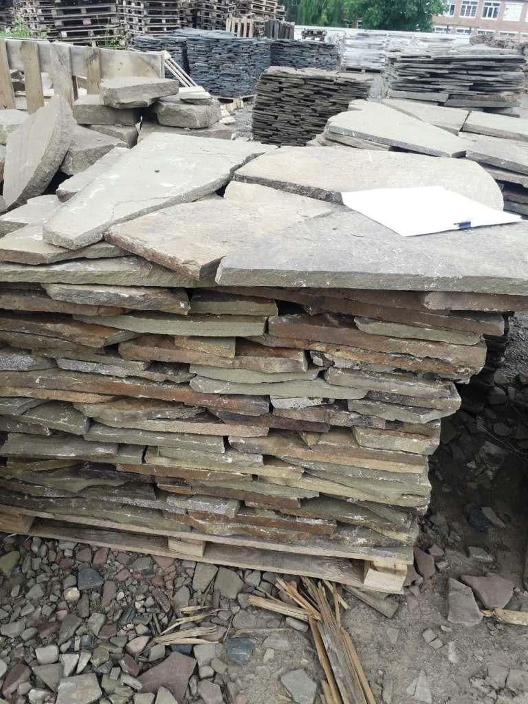 Камень на поддоне перед отправкой клиенту