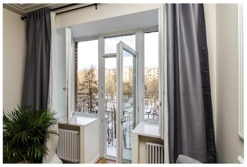 Балконный блок стеклянная дверь