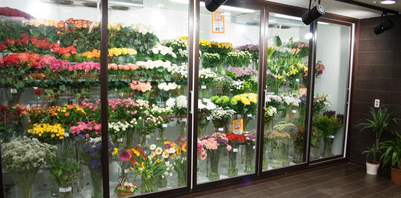 хранение цветов в цветочном магазине