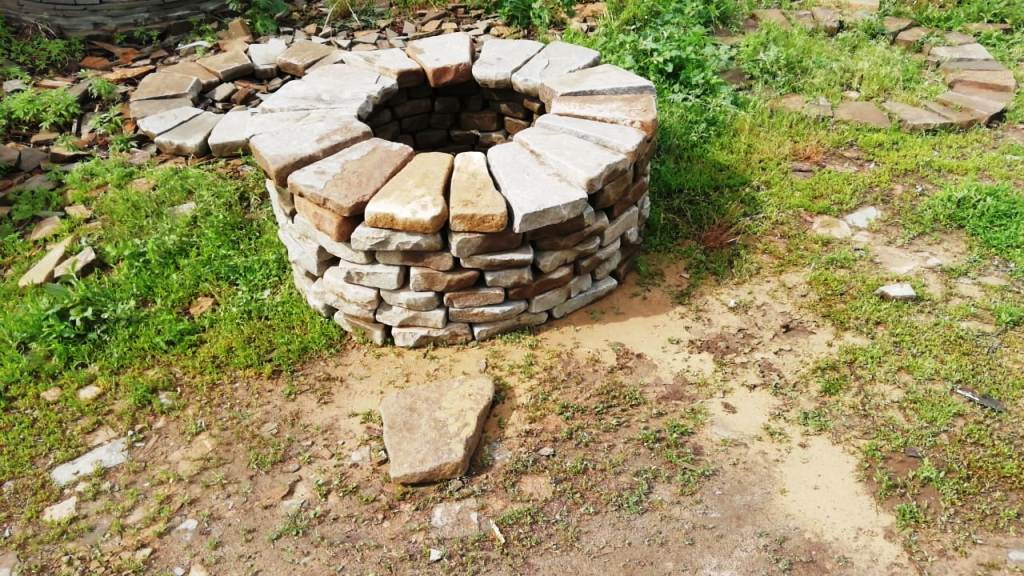 галтованный очаг из камня