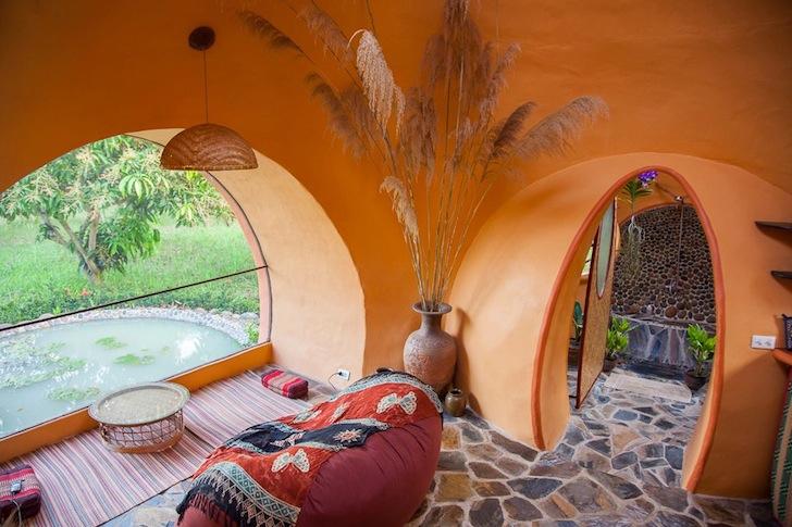 гостиная в купольном доме.