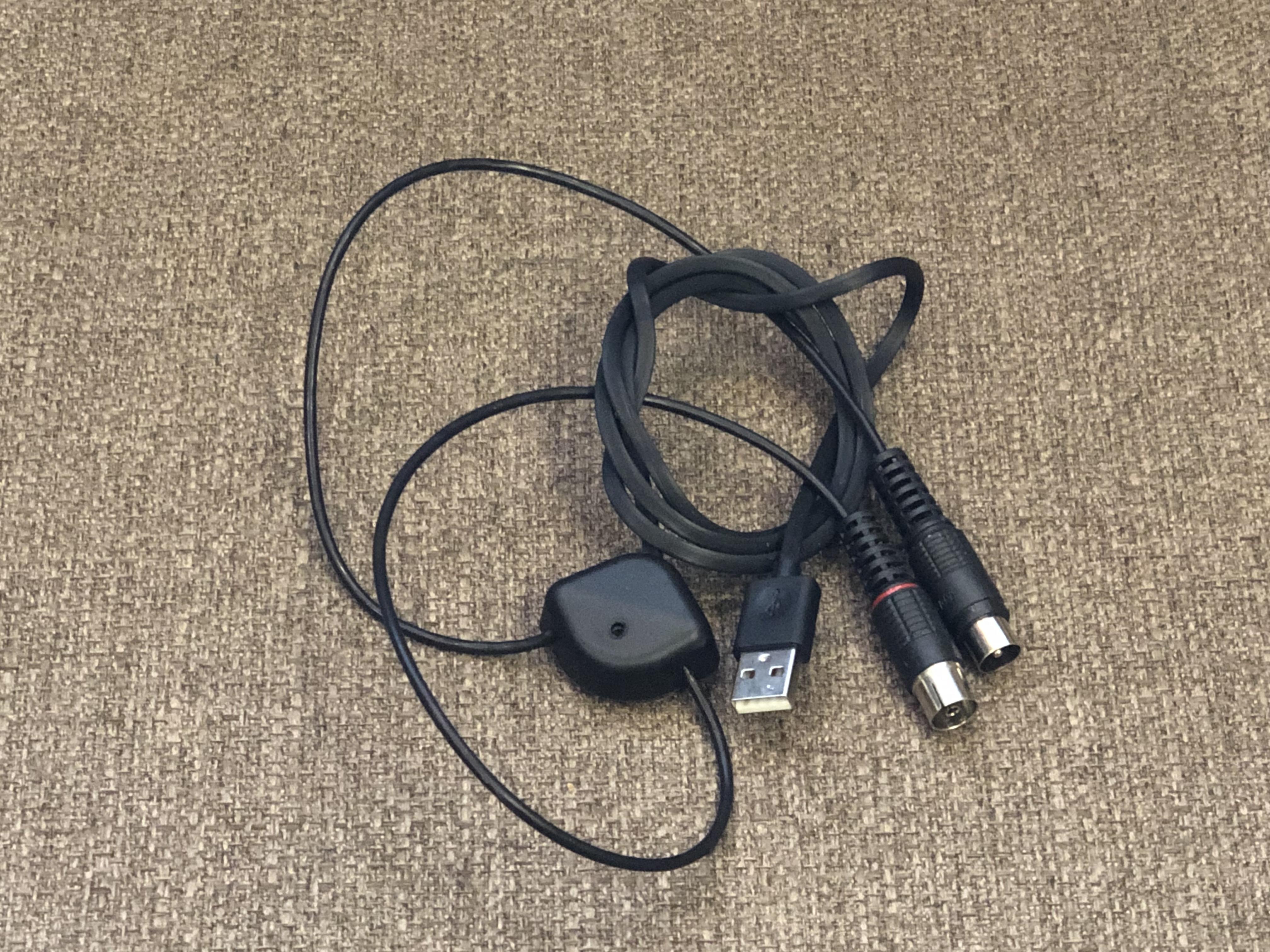 В современные антенны питание подается инжектором по центральной жиле кабеля