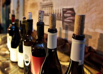Вино запечатанное пробкой