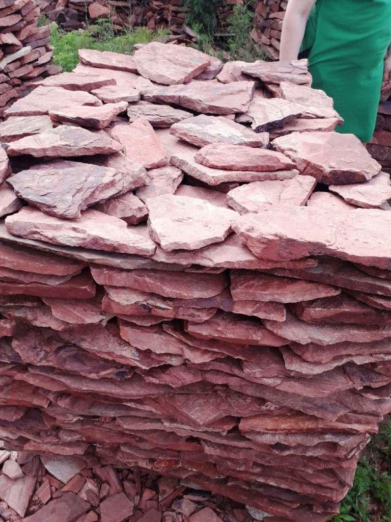 Малиновый камень для облицовки