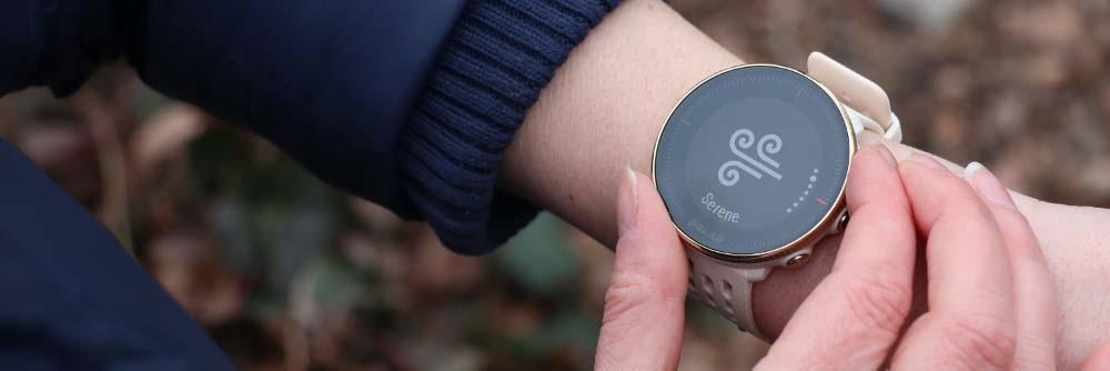 Часы Polar Vantage M2 на руке