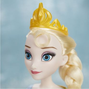 Кукла принцесса Эльза из серии День королевы (крупным планом)