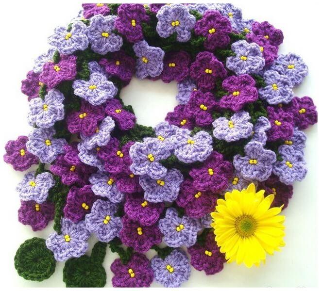 Вязаный веночек из цветов