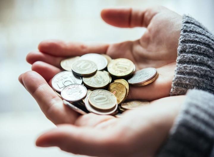Низкая зарплата является одной из основных причин воровства