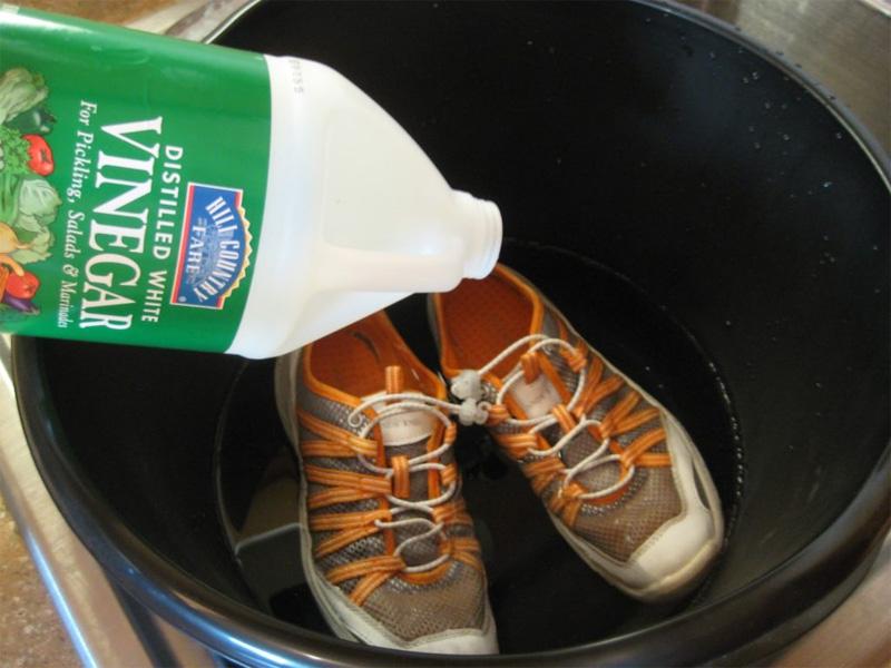 Растянуть кроссовки - уксусная кислота