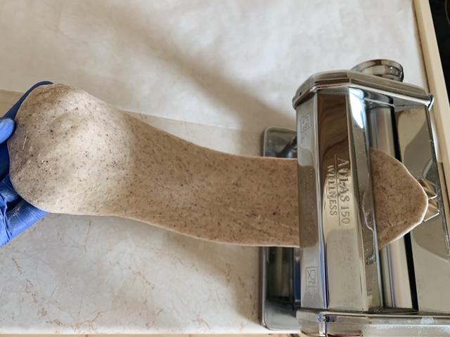 Раскатка теста для вареников пошагово
