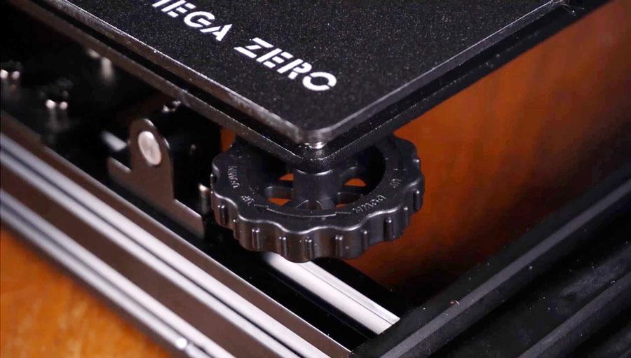 Платформа печати Mega Zero текстурирована и легко выравнивается