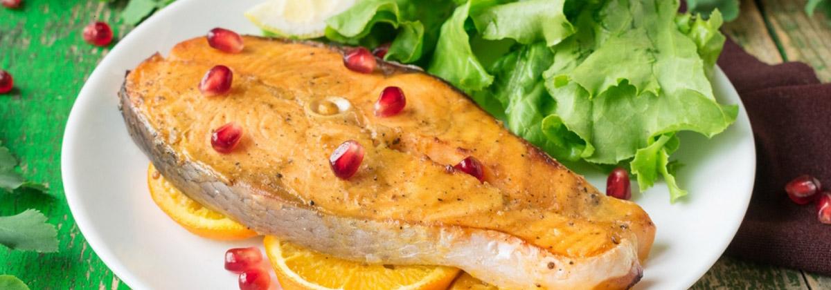 Запеченный лосось с апельсином и гранатом