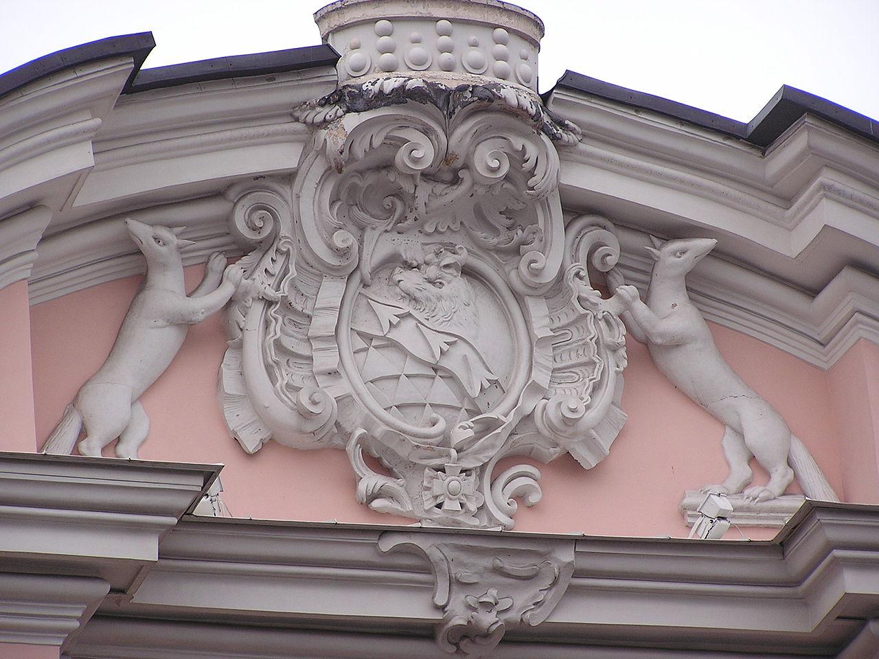 Герб Строгановых на строгоновском дворце