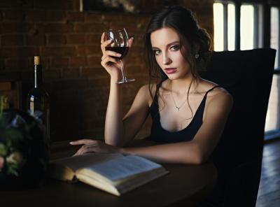 бокал, выпитый за чтением любимой книги