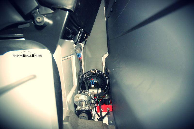 Mercedes Sprinter с системой управления пневмоподской
