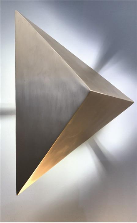 Светильник Triangle от Philip Watts Design