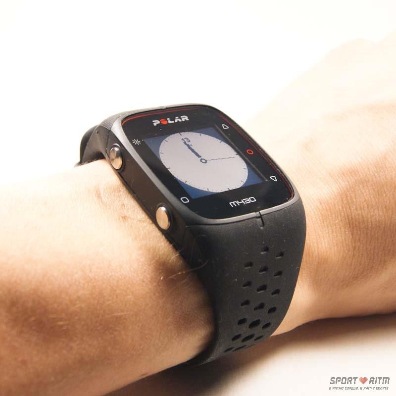 Часы Polar M430 на руке