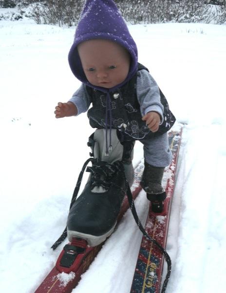 С двумя лыжами не справиться одному