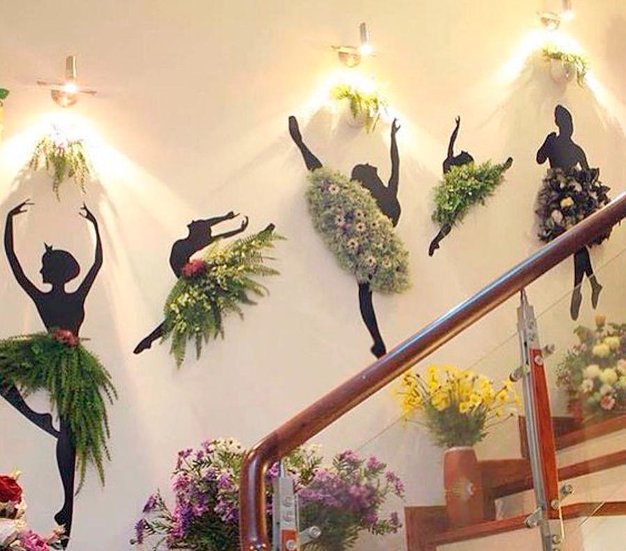 Фигура балерина из пенопласта в интерьере