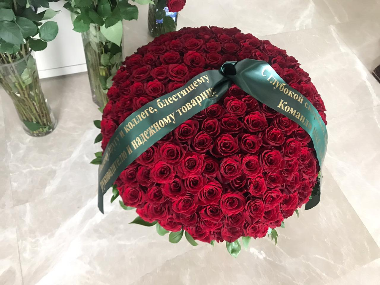 Траурная корзина из живых роз КЖ-44