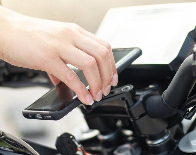 Как закрепить телефон на руле мотоцикла
