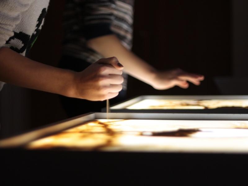 Техники рисования руками по песку