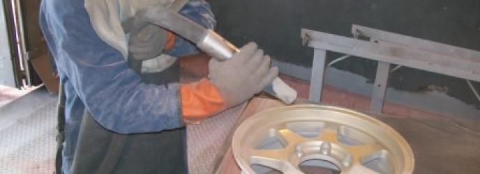 Пескоструйная камера для очистки автомобильных дисков