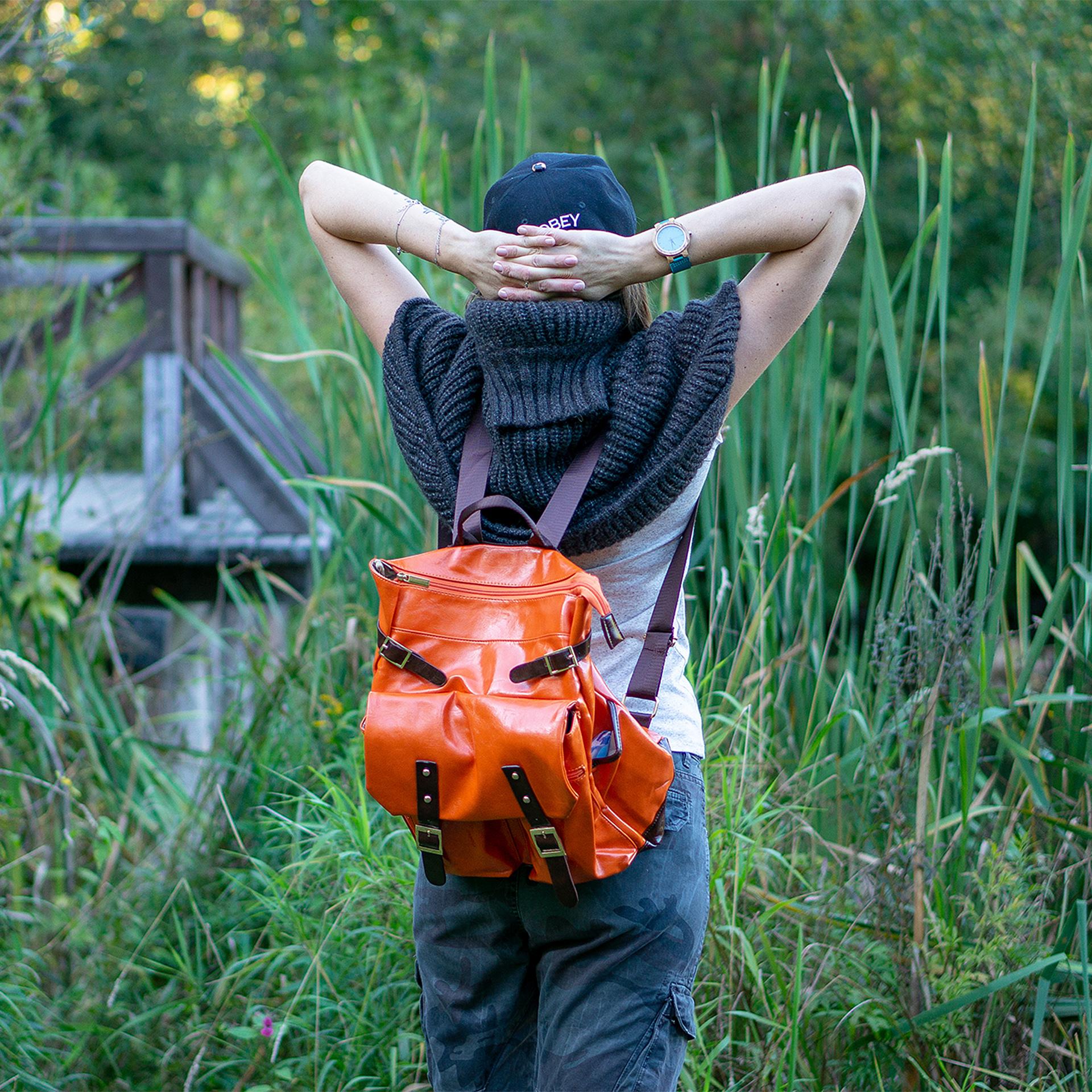 Вместительный и яркий рюкзак