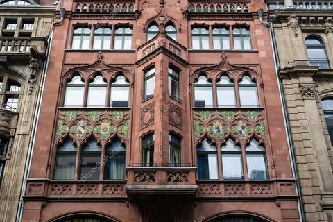Классические элементы декора фасада.