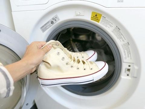Как стирать детские кроссовки в стиральной машине