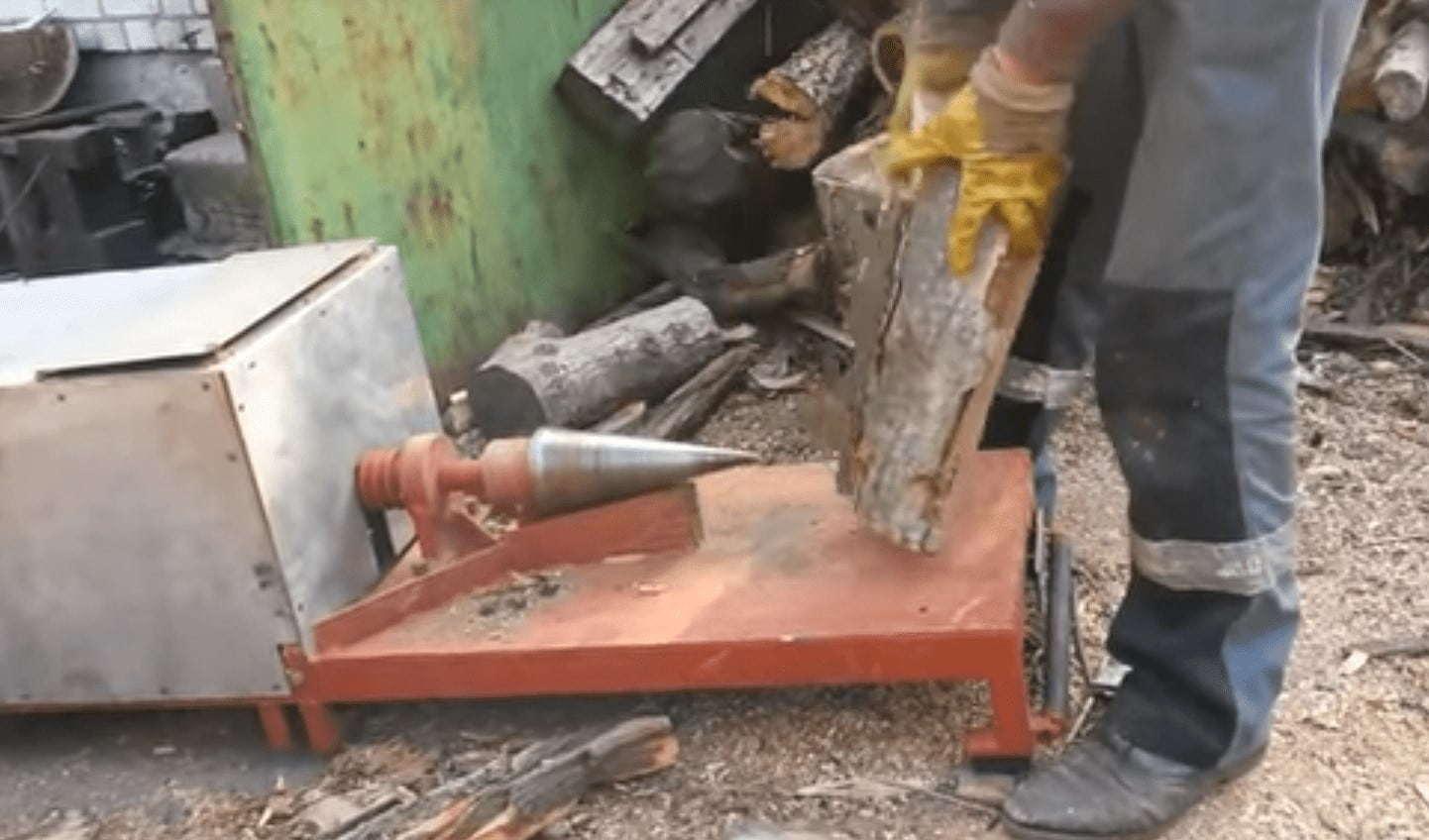 Винтовой дровокол на болгарке