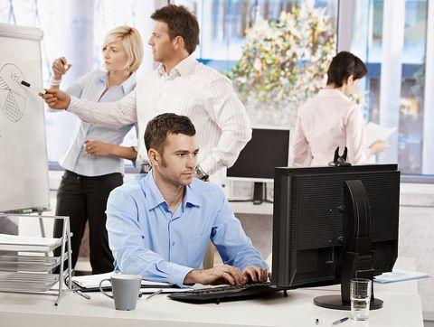 Британцы проводят более 14 часов в день сидя