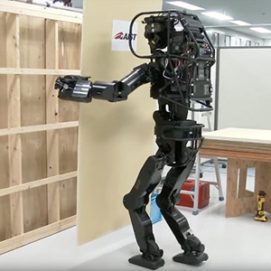 Японский робот освоил строительство