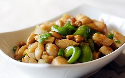 Готовое блюдо — Кешью с перцем