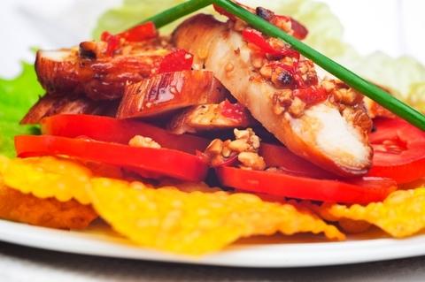 Готовое блюдо — Жареная курица по-тайски