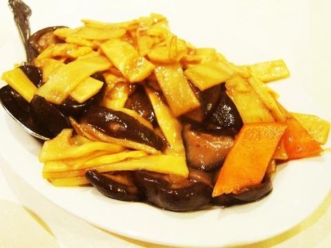 Готовое блюдо — Грибы с побегами бамбука