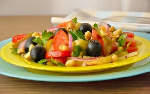 Готовое блюдо — Салат с орехами и чили
