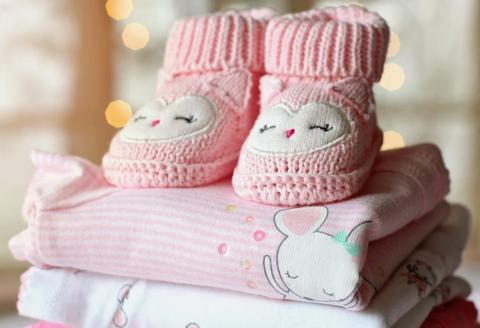 Какие игрушки можно подарить на рождение ребенка